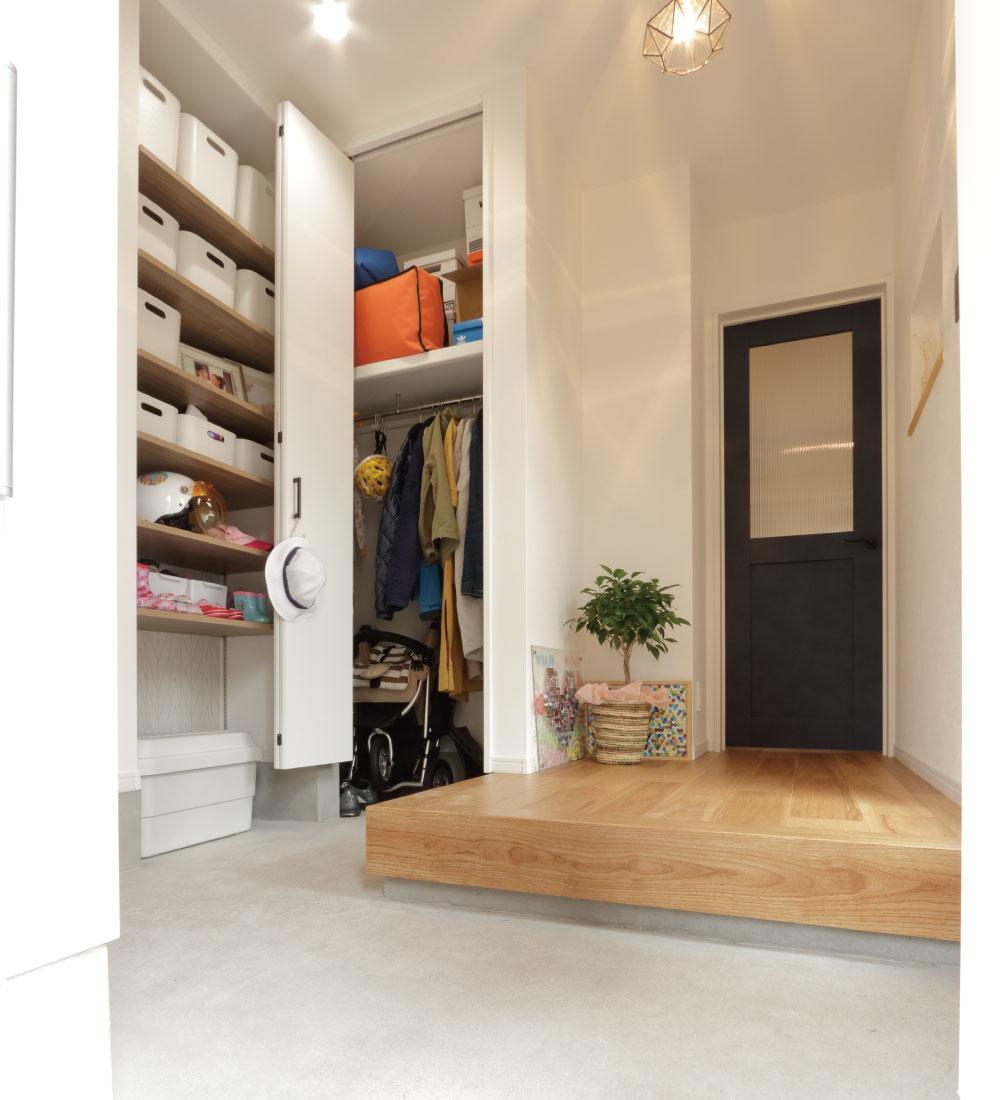 たくさんの収納ができる玄関のクローク