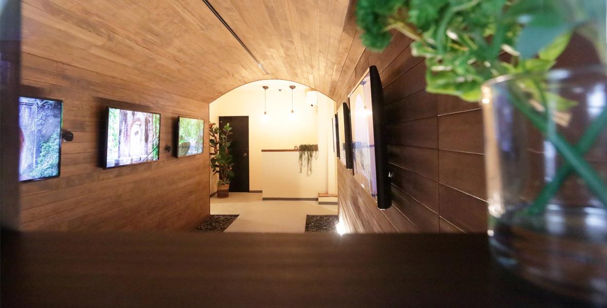 トンネルカフェの入り口スペース