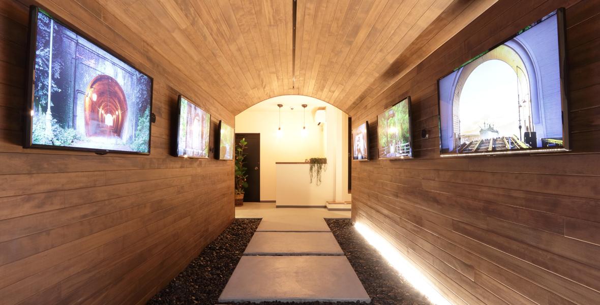 トンネルカフェ入口