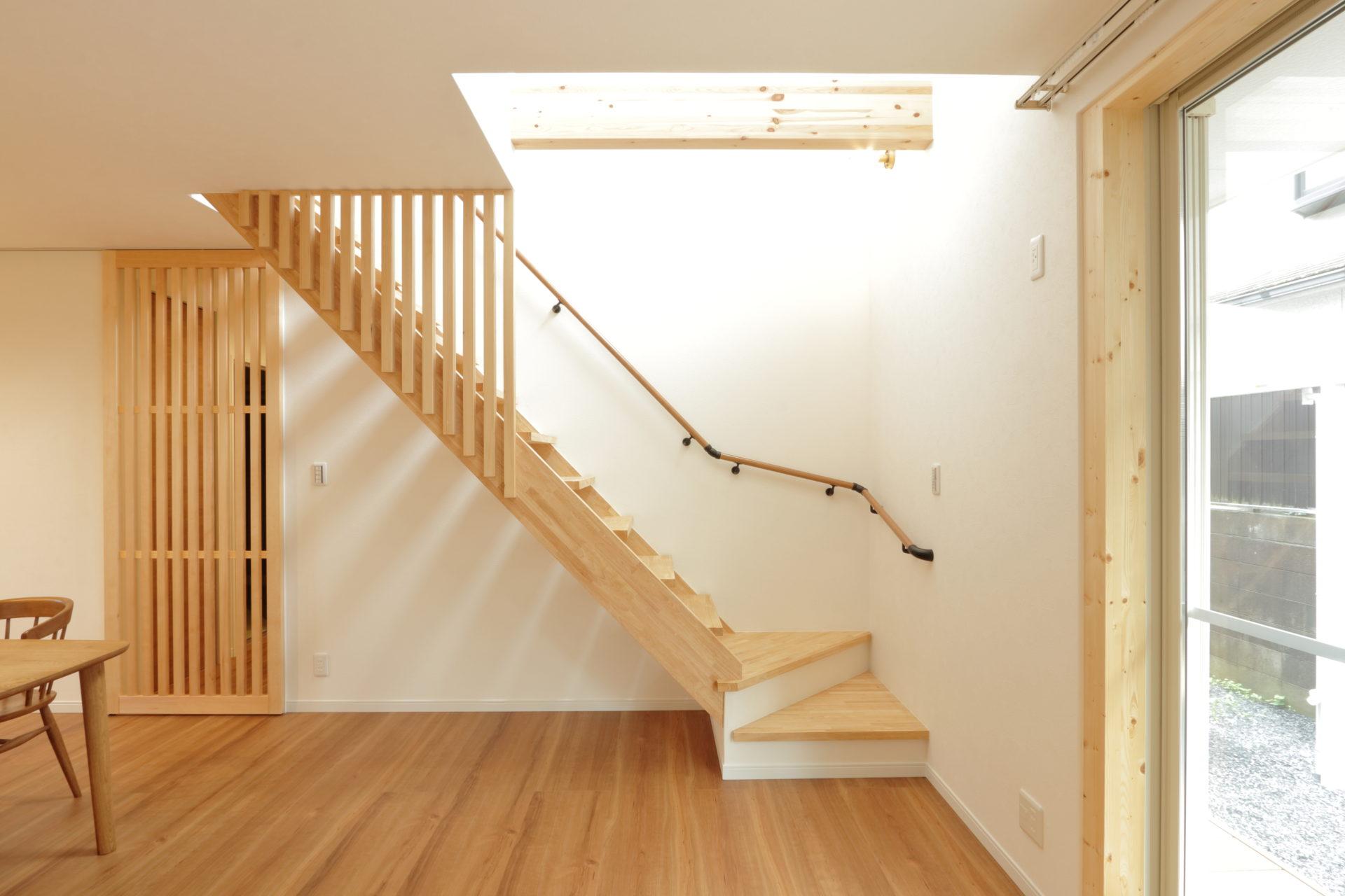 木の温もり感じる階段
